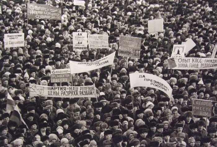 Азербайджанские военные в школе города шуша, 1992 год